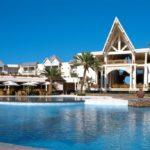 Piscina de The Residence by Cenizaro en Mauricio